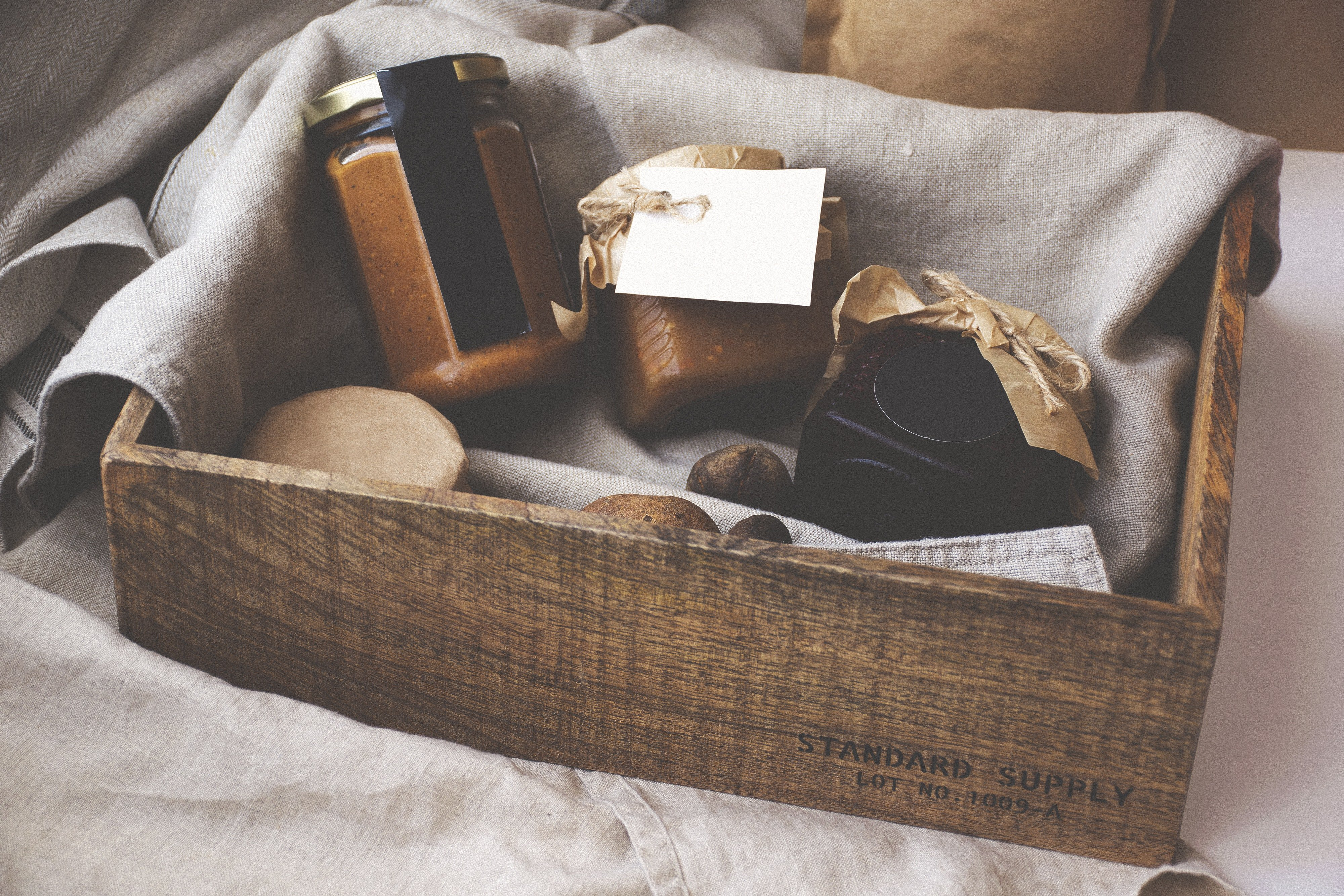 Gifts For The Bride & Groom With No Wedding List 1
